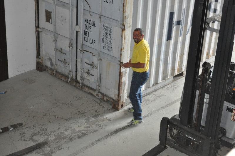 Container in der Lagerhalle Dettighofen
