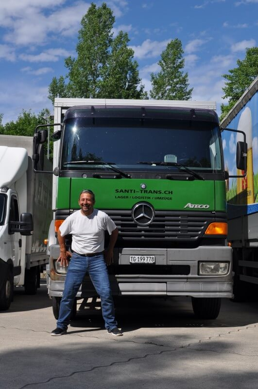 Santi-Trans GmbH - Mitarbeiter vor LKW